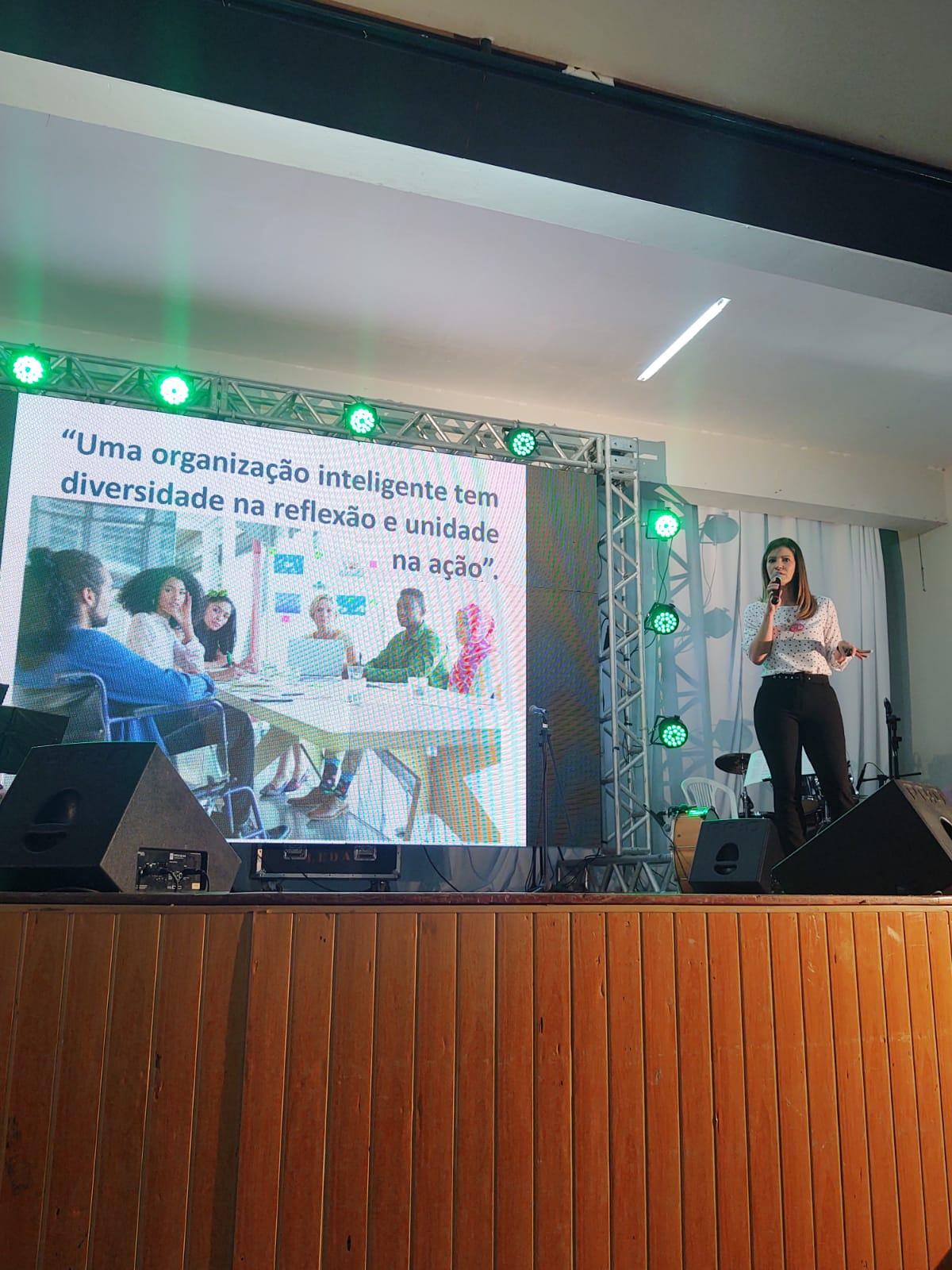 Secretaria de Educação e Esportes promove Encontro de Líderes e live para comemorar o Dia do Professor