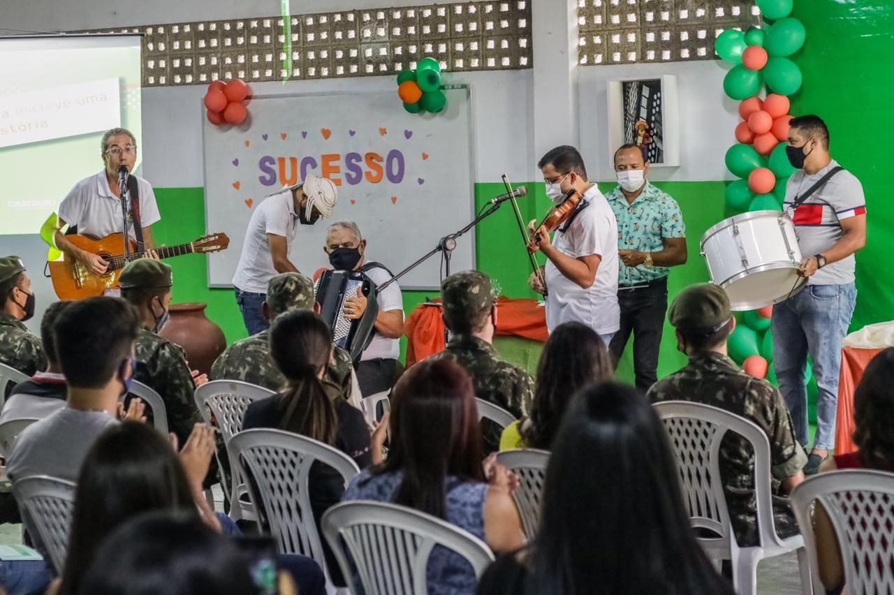 Prefeitura entrega certificado de conclusão para jovens do Programa Qualifica Caruaru